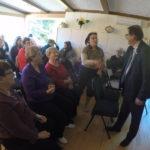 Le député Claude Cousineau a rencontré des membres d'organismes communautaires réunis à la Colombe le 7 novembre.
