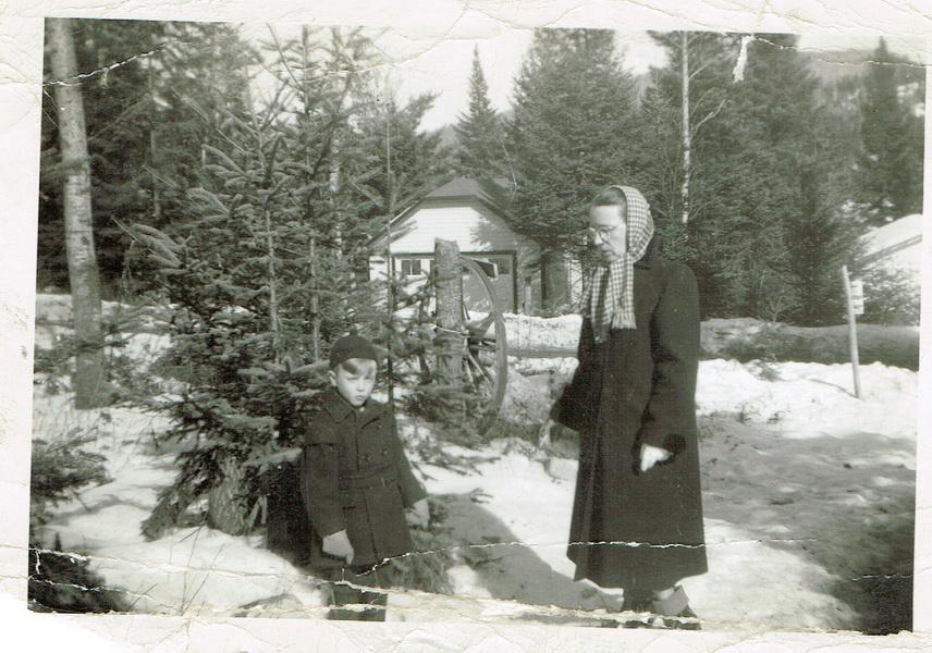 Pierrot et Béatrice dans la descente du Rouet, sous le soleil de février 1949.
