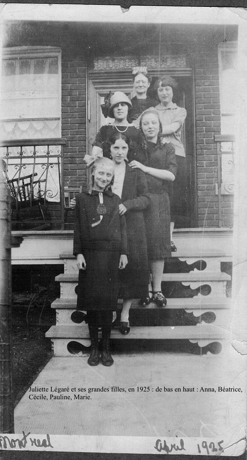 Grand-mère Juliette et quelques-unes de ses filles.