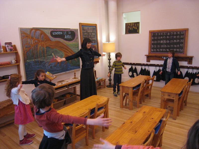 Anne Saint-Aubin et ses élèves de première année. Photo par Jean-Patrice Desjardins