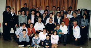 Une réunion de la famille Ouimet au sous-sol de l'église à Noël 1989.