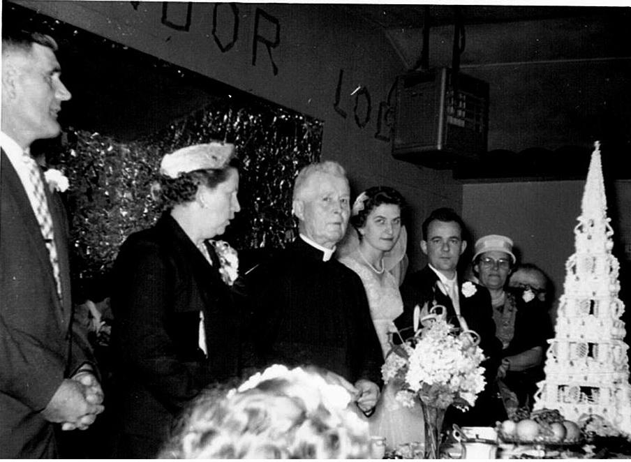 Le mariage de M. et Mme Marcel Ouimet à l'hôtel du mont Condor (année inconnue).