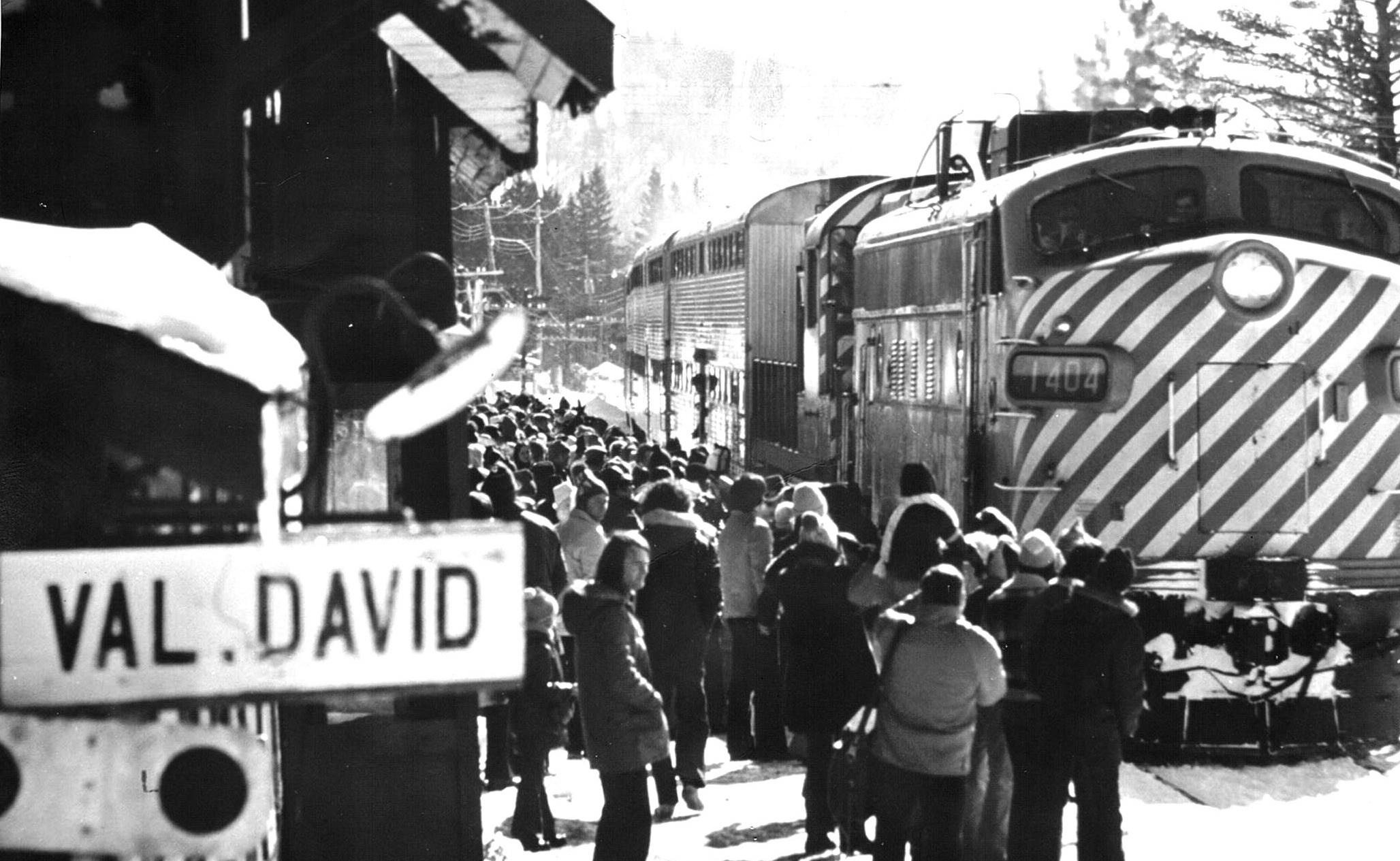 Une très belle photo de l'arrivée du train à la gare de Val-David (année inconnue).